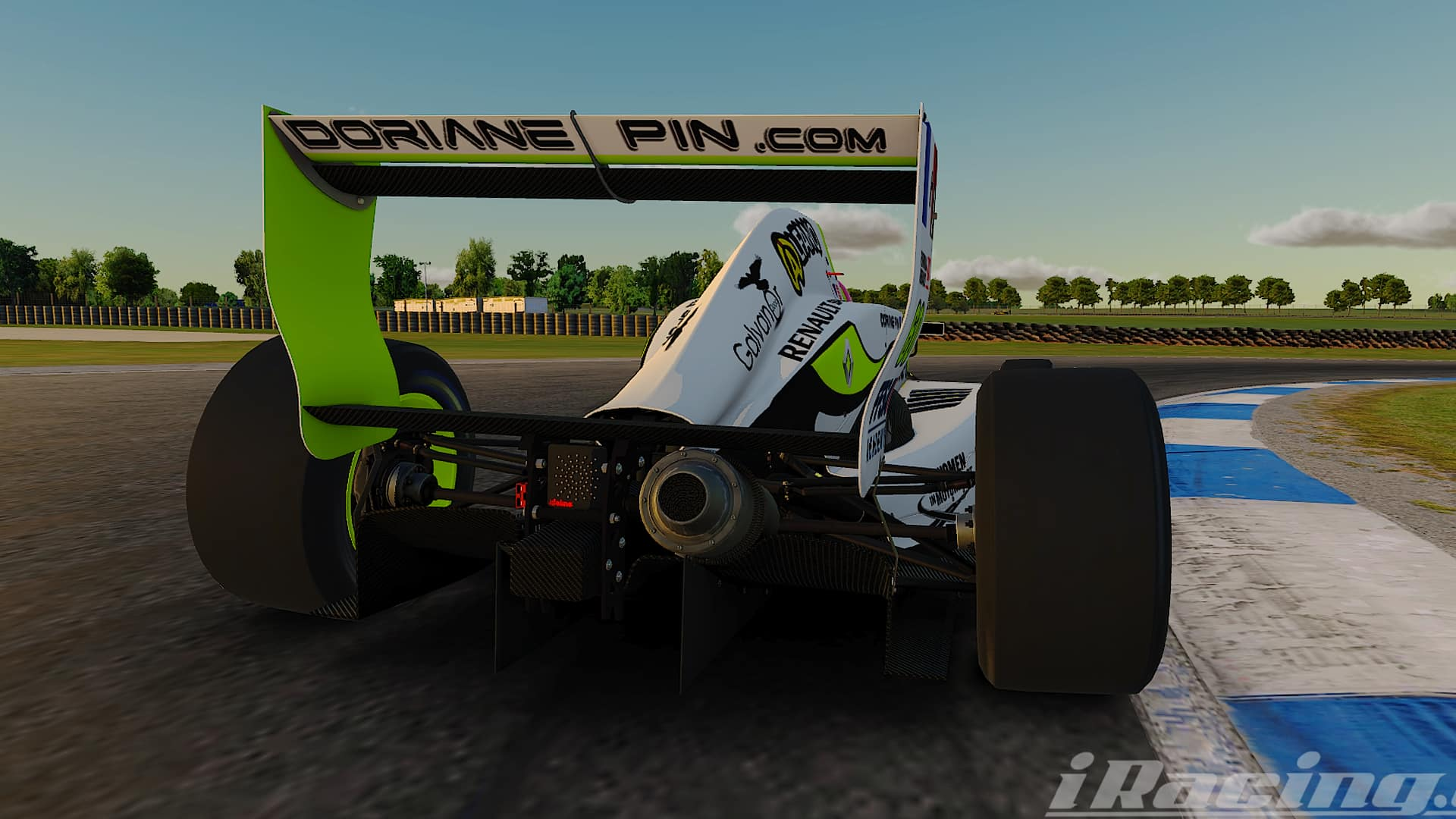 Doriane Pin drives her Formule Renault 2.0 on iRacing, overtaken driver's view !
